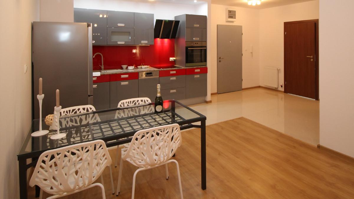 Meble na wymiar do małej kuchni w bloku - czy to się opłaca?