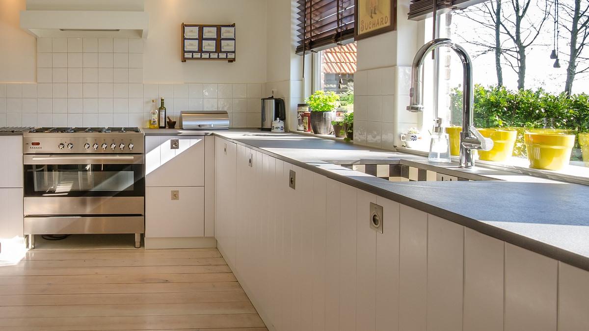Wybieramy najlepsze narożne szafki kuchenne 80x80 pod zlew