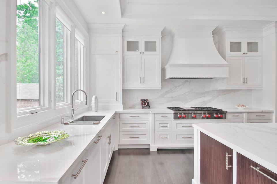 Schowki w kuchni pomogą zaoszczędzić przestrzeń