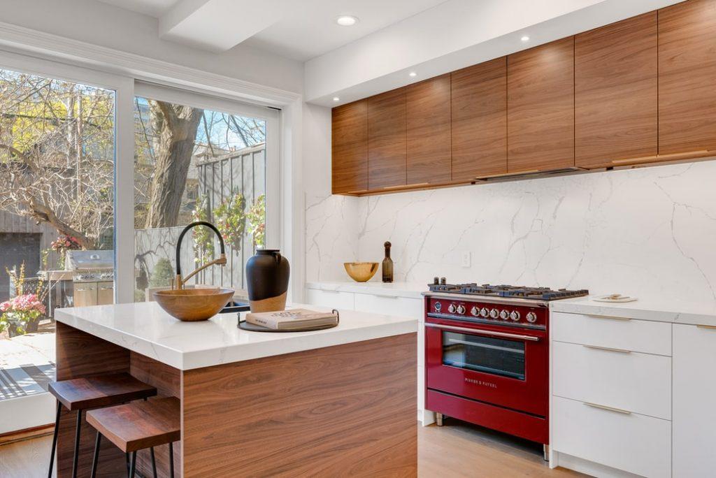 Na co zwrócić uwagę, wybierając szafki wiszące do kuchni