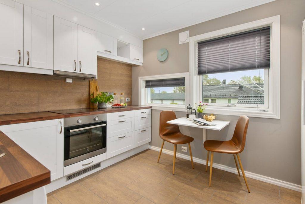 Pomysły na funkcjonalne szafki kuchenne do wąskiej kuchni