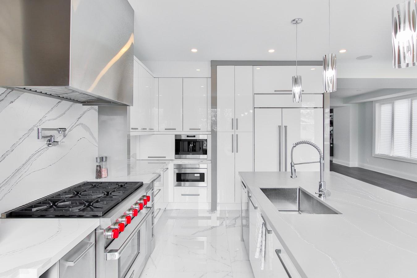 Jakie meble do kuchni w stylu glamour?